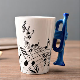 China Creative two tone color glazed ceramic V Shaped Mug with musical instrument handle distributor